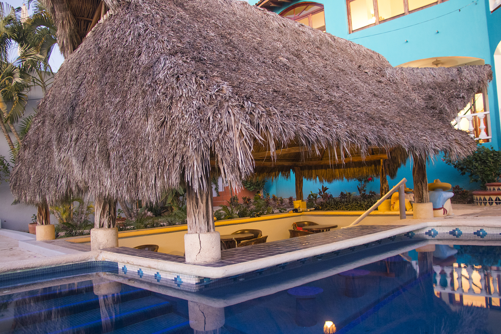Pool side Swim up Bar & Kitchen - Holiday Rental - San Pancho